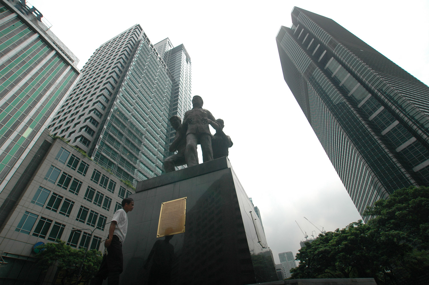 Philippines sees stronger growth for the rest of the year